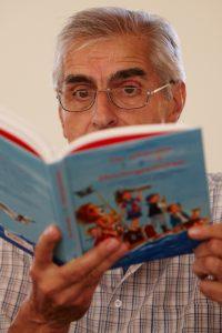 Manfred Mai beim Vorlesen